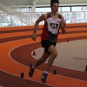 Corentin Guéguin, champion départemental sur 400 m espoirs.